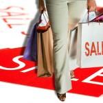 Thực hiện chương trình khuyến mại giảm giá theo quy định của pháp luật